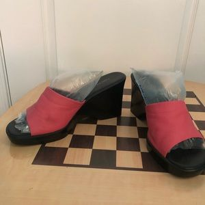 Aerosoles Pink and Black Leather Wedges Size 10